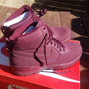 NWT Nike Manoadome Hiking Boots